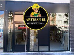 Installation d'une façade commerce en aluminium